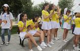 有美女們慰問,跑馬拉松都不累!實拍女大學生假期兼職啦啦隊賺錢