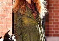 51歲妮可基德曼換了羊毛卷像28!和女兒現身,女兒顏值不如媽