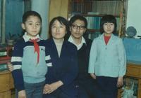 劉燁晒出童年時全家福照片,網友:社長小時候和諾一長得太像了