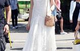 喬伊格紋連體褲秀長腿,蘇琪白色雪紡裙盡顯迷人氣質|歐美街拍