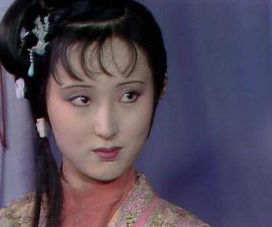 紅樓夢:王夫人為何要選擇在林黛玉初進榮國府給王熙鳳挖大坑?