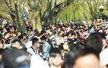 清明小長假開啟 遊客擠爆杭州西湖斷橋