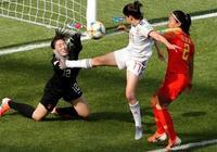 西媒連發兩篇特評狂吹中國隊:女足不像男足!卡馬喬一語點破