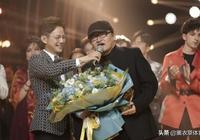 劉歡奪冠,吳青峰跪地,男團淚目,《歌手2019》總決賽太動情!