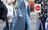 海莉戴比伯名字項鍊現身街頭高調示愛,時尚穿搭氣場全開