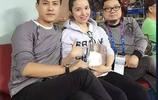 41歲的靳東全家近照,影后二婚美妻素顏水嫩白皙,兒子顏值爆表