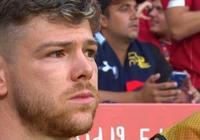 現場為雷耶斯進行默哀儀式,莫雷諾等球員眼含熱淚