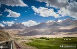這條公路被評為世界十大險峻公路之一,在中國境內長達416公里