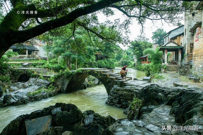 廣西千年的八卦古鎮,南國的小橋流水人家,醉人的還有那壇壇醬香