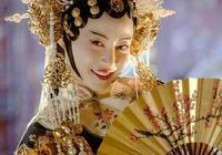 """""""高貴妃""""譚卓太美了,換辛芷蕾同款髮型,穿印花長裙驚豔又減齡"""
