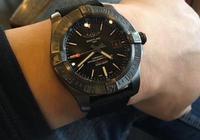 剛毅帥氣的百年靈黑鳥偵察機腕錶