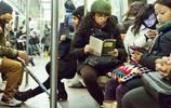 實拍美國的地鐵眾生相,售票機可以切換中文,有一點中國不會出現