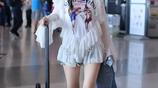 36歲李小璐現身,扎麻花辮一秒變少女,網友:這就是十八歲少女