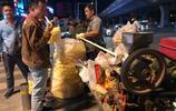 農村夫婦城市賣爆米花每天凌晨收攤 供三個孩子上大學