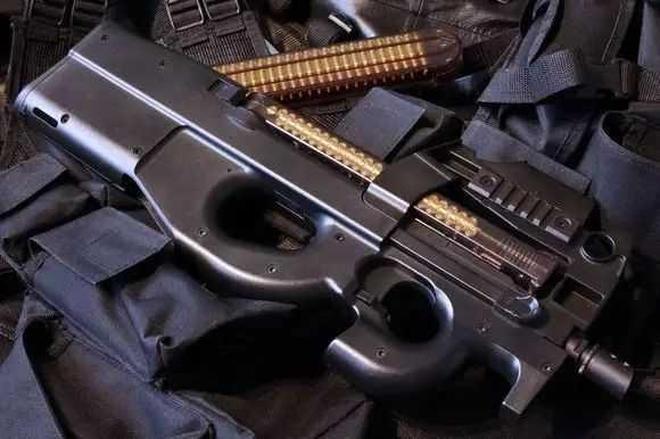 可穿透防彈衣的衝鋒槍——P90衝鋒槍