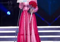 """李沁時尚搭配""""洛麗塔""""裙,這是胖了多少,能把高跟鞋壓歪"""