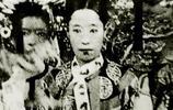1912年2月12日,清廷頒佈《遜位詔書》,清朝結束