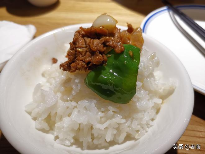 長沙的辣椒炒肉,太辣太香太費飯,倆人一百塊吃了一鍋半米飯