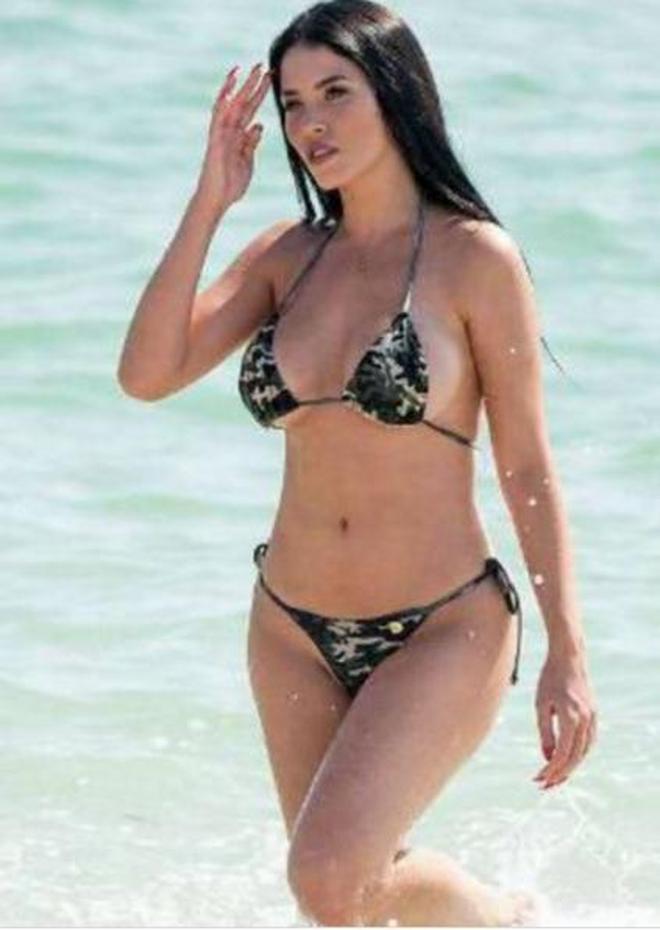 在海邊放開暢玩的歐美女星,當天她表現的真是讓人愛慕!