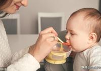 不知道啥時候給寶寶吃兩餐輔食?要點、食量與時間安排,這裡都有