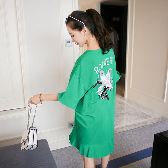 時髦長款孕婦T恤裙,涼快又好看,讓孕媽素顏出街照樣時尚範兒!