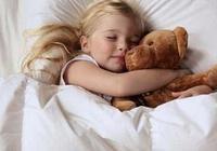 家長別捨不得和孩子分開睡,太晚了沒好處,這個年齡之前分開最好