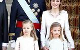 這才是貴族,西班牙王室,兩個小公主好有範