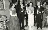 英國女王最捨不得刪的照片:出國訪問驚豔眾人,丈夫偷偷看著她!