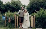 這對夫婦的婚禮如大片般夢幻,甘道夫來主持!