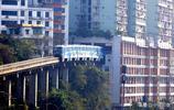 """重慶一輕軌列車穿越132米長的樓房,2號線李子壩站成""""網紅"""""""