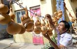 農民靠種葫蘆發家致富,一個高2釐米的小葫蘆能賣到200元!