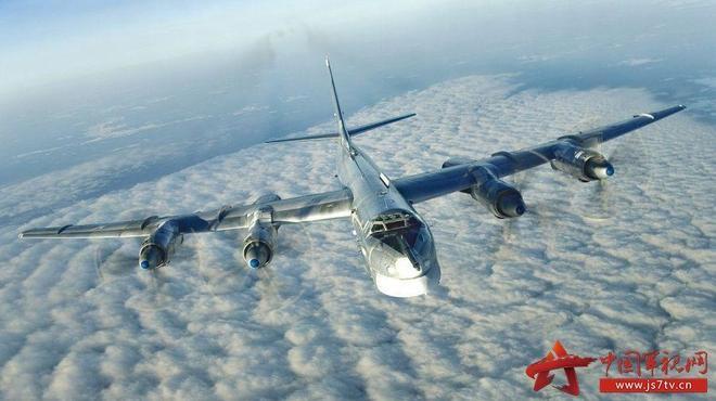 """圖95""""熊""""式遠程戰略轟炸機"""