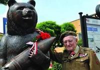當英軍士兵沒有炮彈時,一隻棕熊抱來了炮彈,戰後棕熊獲得勳章!