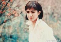 30年前女神王祖賢的穿搭,現在依舊流行,連楊冪也無法超越