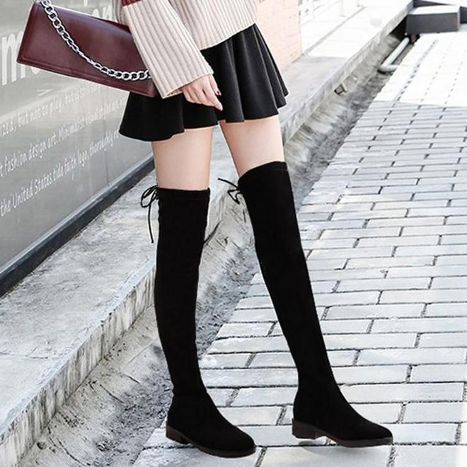 腿精們,過膝長靴掉筒別穿了!今冬9成女人都選擇這些,好瘦