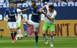 足球——德甲:沙爾克04勝沃爾夫斯堡