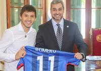 拜訪巴拉圭總統,羅梅羅贈送申花球衣