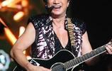 許冠傑被逝去多年,69歲的許冠傑身體發福露面,再開演唱會