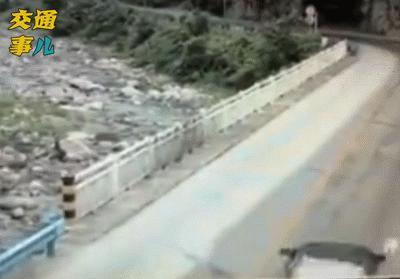一組動圖警示你:山路十八彎,彎彎藏驚險