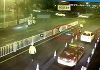 聚焦廣西丨柳州6名未成年人駕摩托衝卡,挑釁民警後還想持刀襲警