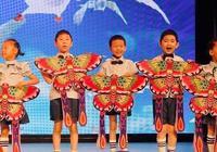 李小璐參加甜馨的畢業典禮:多少孩子被看著,卻沒有被看見