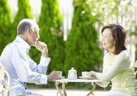 """蜂蜜是""""老年人的牛奶"""",老年人喝蜂蜜的好處"""