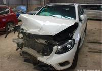 同事花6萬買輛奔馳事故車,朋友卻說不值,同事:拆了就能買新車