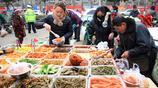 過年大魚大肉吃膩了,河南集市這種小菜開始熱銷
