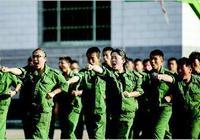 呂梁職業中專新生軍訓結業典禮在校園操場上舉行