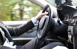 """私家車輪胎旁有個小""""孔"""",注意別浪費不用,精明的人早就用上了"""