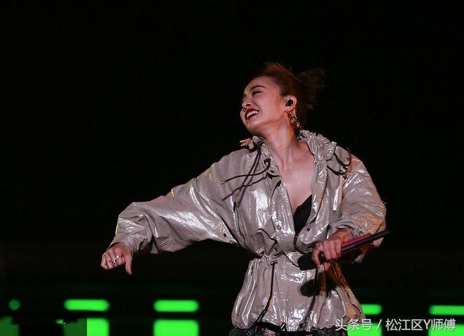 12日晚好好的演唱會,被蔡依林開成了表情包大會