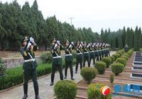 王成龍烈士葬禮舉行,戰友鳴槍致敬!