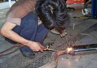 農民從電焊鋪起家,通過製造制砂機而發家致富