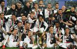 足球——意甲:尤文圖斯舉行冠軍頒獎儀式